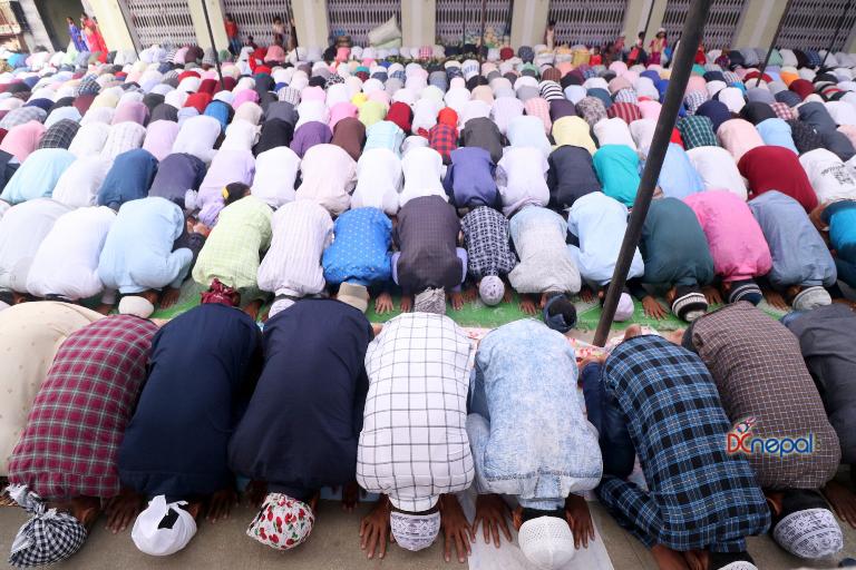 आज मुसलमान समुदायको 'इल उल फित्र', घरघरमा नमाज पाठ गरी मनाइँदै