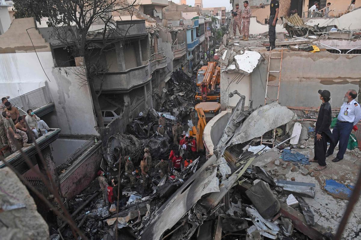 कराची विमान दुर्घटनाः पाइलटले ३ पटकसम्म चेतावनीलाई बेवास्ता गरेका थिए