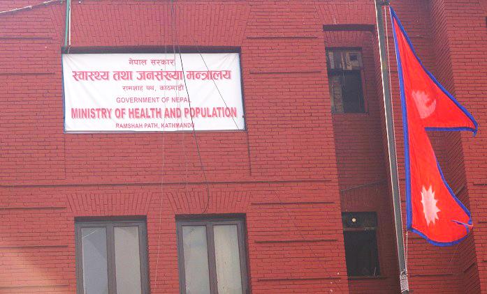 स्वास्थ्यका छ विशिष्ट श्रेणीका कर्मचारीको जिम्मेवार हेरफेर