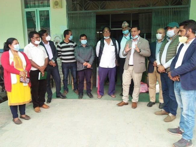 पत्रकार शर्माको पहलबाट बाग्लुङ अस्पताललाई ६५ हजार