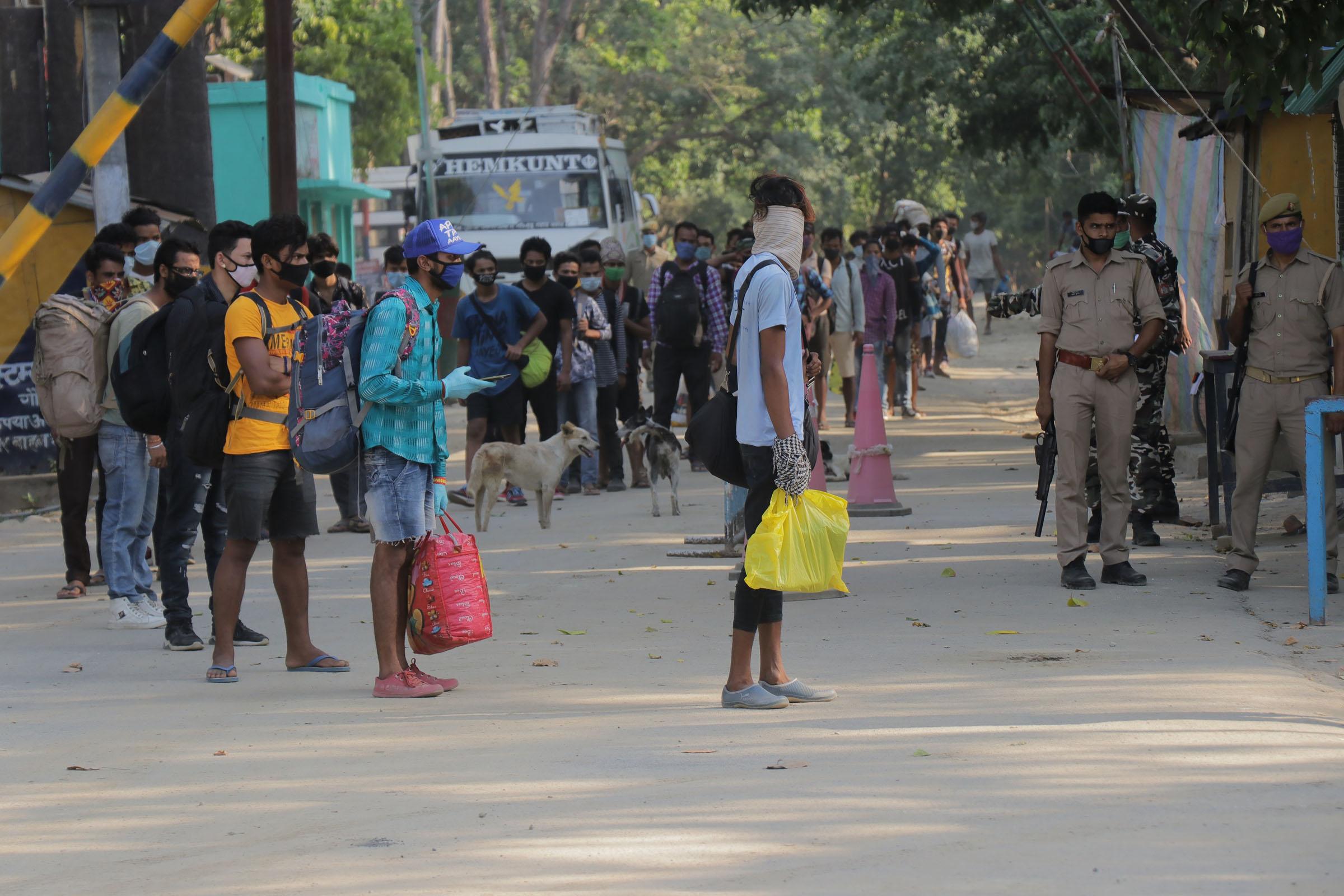 दैनिक भारतबाट भित्रिँदै : जिल्लामा त्रास बढ्दो