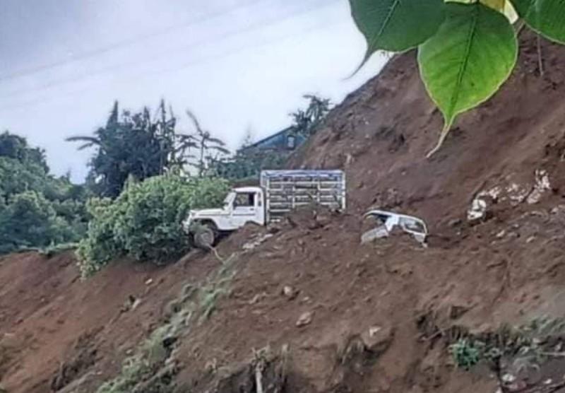 पाल्पामा पहिरोले सवारी साधन बगाउदा २ जनाको मृत्यु