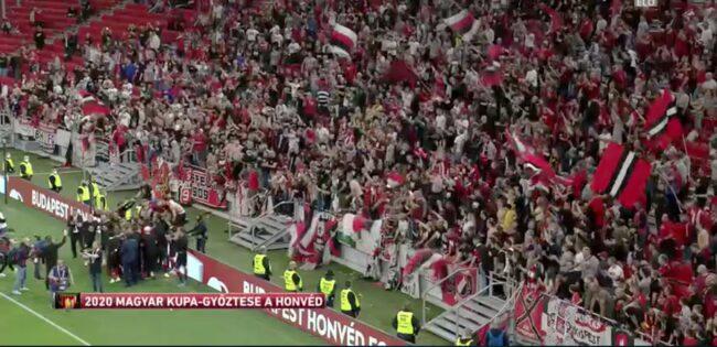 सामाजिक दुरीको धज्जी उडाउदै सम्पन्न भयो फुटबल प्रतियोगिता (भिडियो)