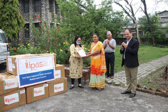 आइपासद्वारा गण्डकी स्वास्थ्य निर्देशनालयलाई स्वास्थ्य सामग्री
