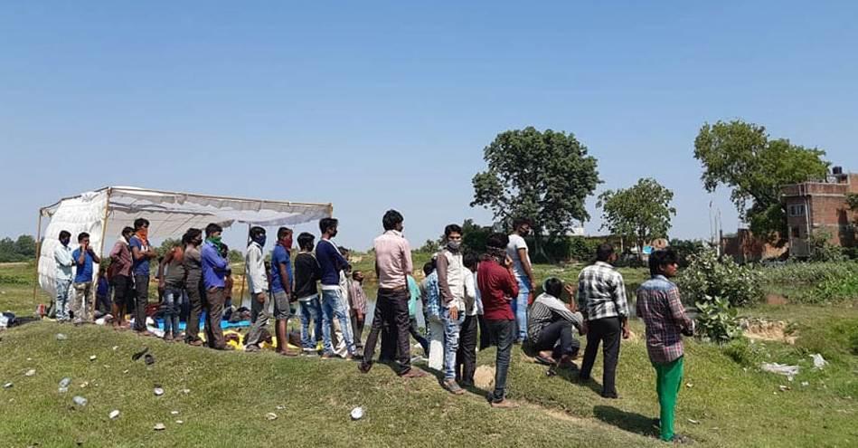 हजारौँ भारतीय नागरिक सीमामा अलपत्र