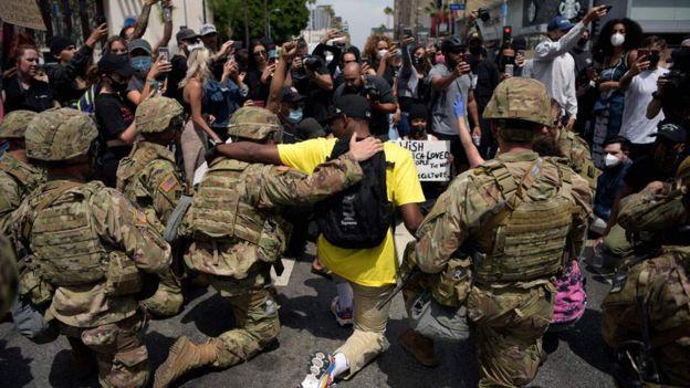 अमेरिकामा कर्फ्यू तोडेर प्रदर्शन, राजधानीमा १,६०० सैनिक झिकाइयो