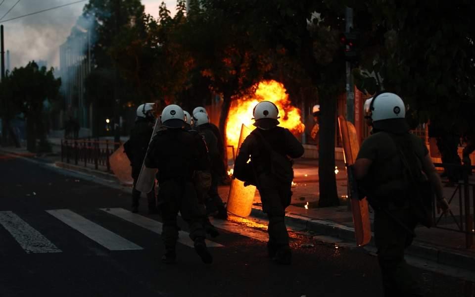 एथेन्सस्थित अमेरिकी दूतावासमा पेट्रोल बम प्रहार