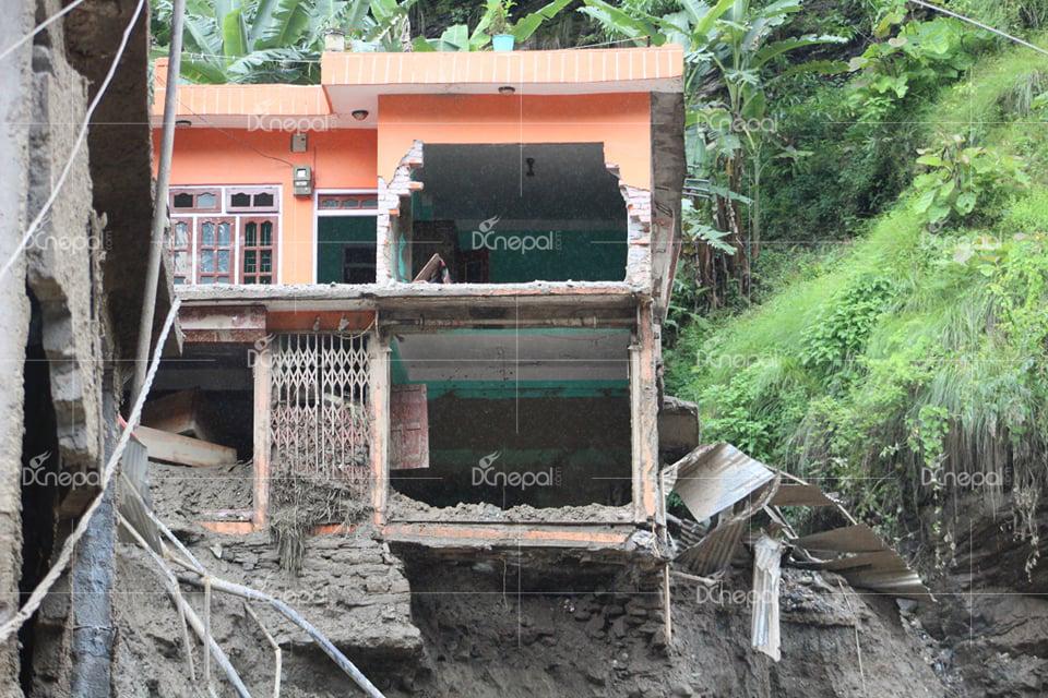भत्किएका घर, टुक्रिएका मन, विस्थापित जीवन, सिन्धुपाल्चोकको जम्बुका १५ दर्दनाक तस्वीरहरू
