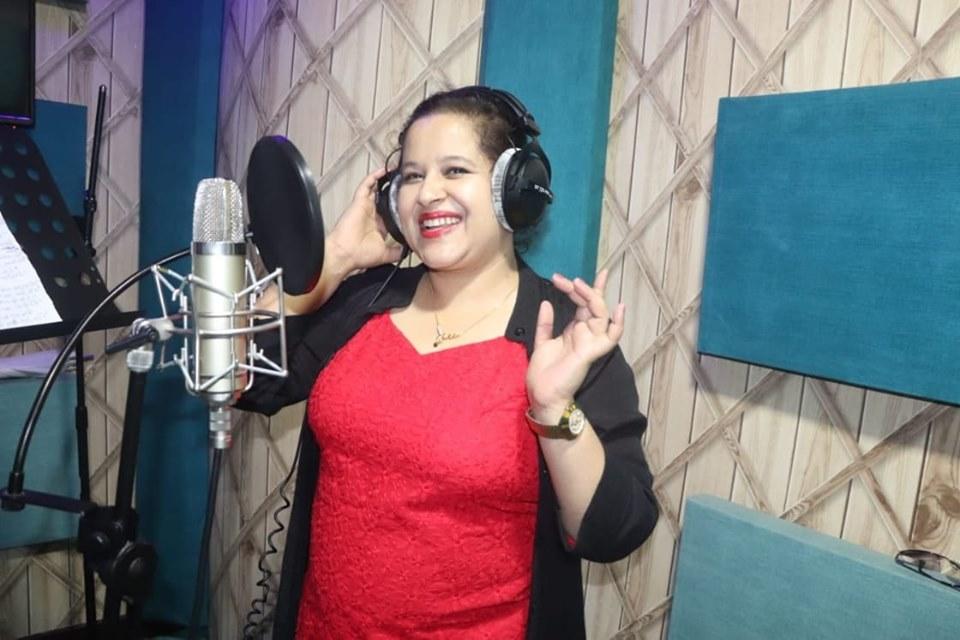 गायिका इन्दिरा भट्टराईको स्वर रहेको तीजको गीत 'नाचौं नाचौं' बजारमा (भिडियो)