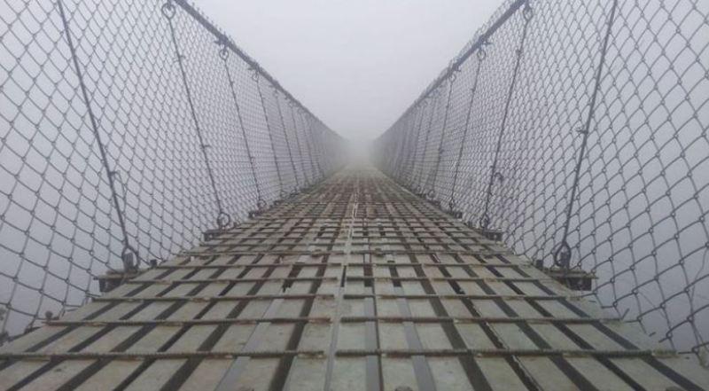 झोलुङ्गे पुलमाथि नदी बग्न थालेपछि आवतजावतमा समस्या
