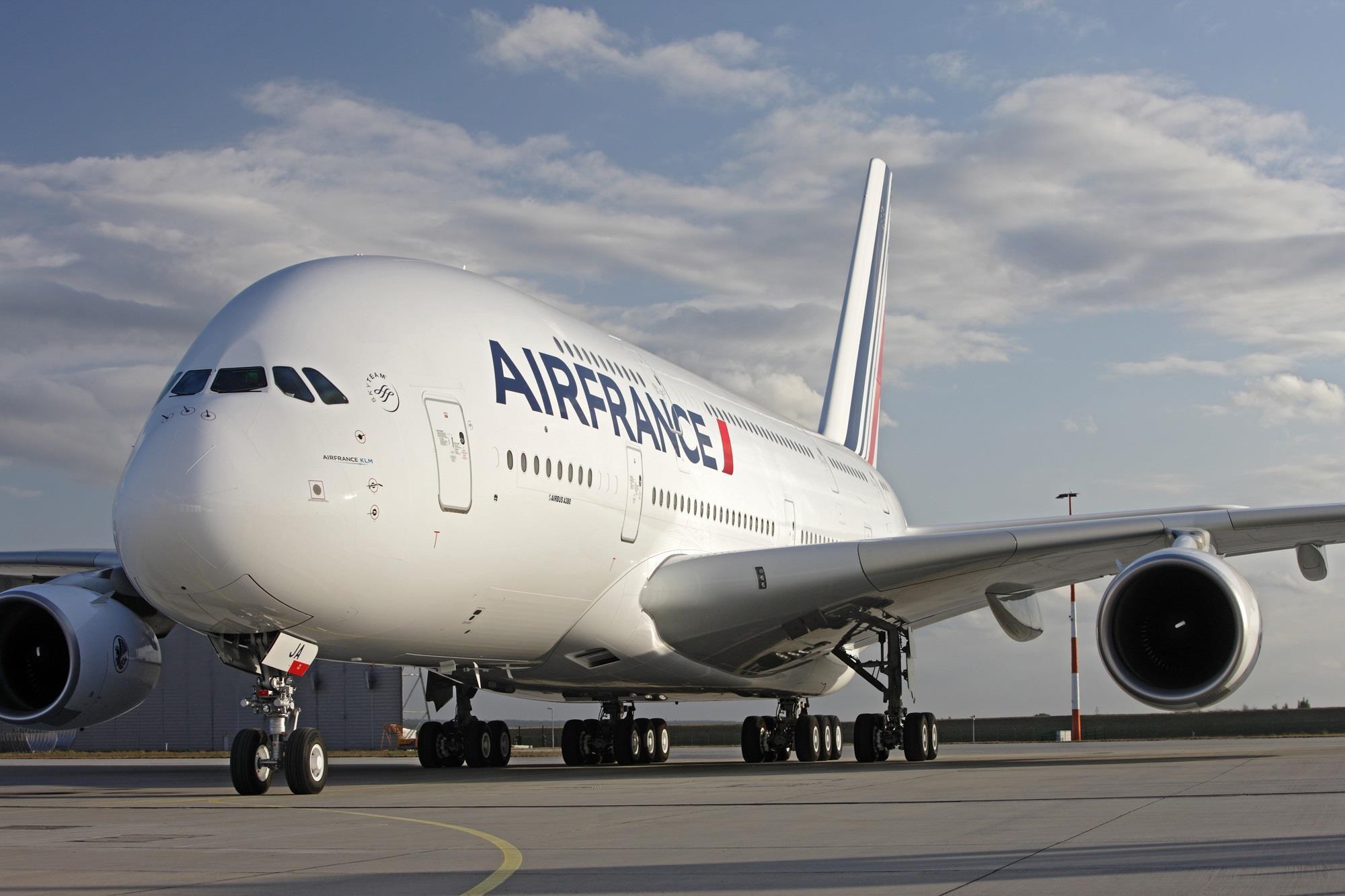 कोरोना असरः एयर फ्रान्सले ७ हजार ५०० कामदार हटाउने