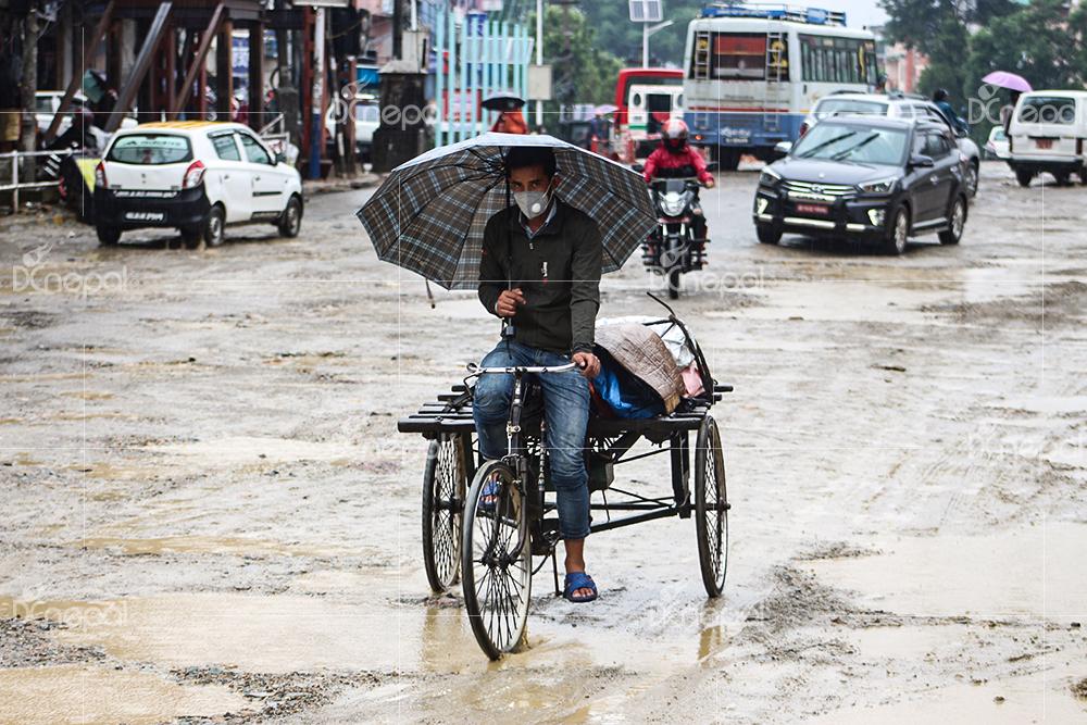 मनसुन कमजोर बन्दै : जोखिम टरिसकेको छैन