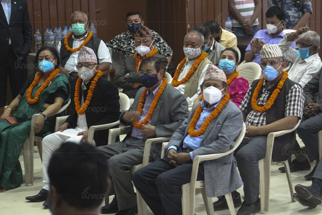 सुनिल थापा काँग्रेस प्रवेश गर्दा सानेपामा देखिएका केही दृश्य (फोटो फिचर)