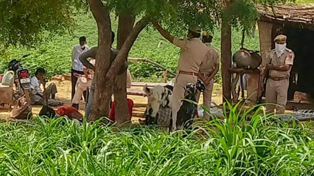 भारतमा ११ जना पाकिस्तानी शरणार्थीको हत्या ! खेतमै निदाउँदा यसरी बच्यो १ जनाको ज्यान