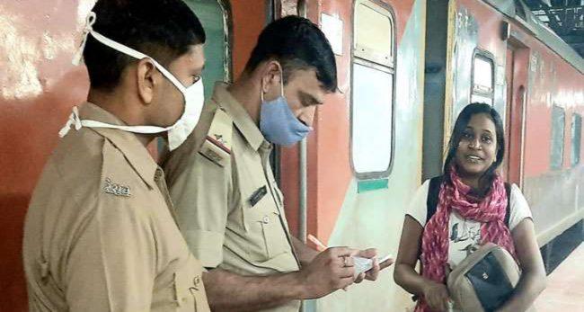 एउटी युवतीले भारतको रेलवेलाई यसरी हल्लाइदिइन्, अन्ततः हारे रेलवेका अधिकारी