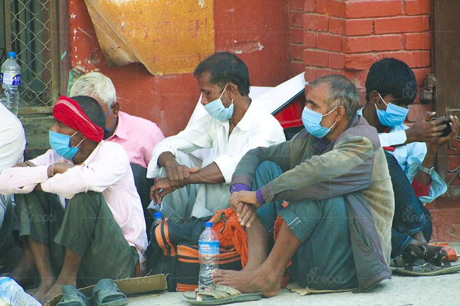 टेकू अस्पतालमा पीसीआर टेस्ट गर्न भारतीय नागरिकको ठूलो लर्को