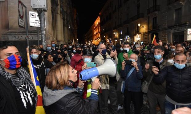 इटलीमा कोरोनाको दोस्रो लहर, सरकारले लगाएको प्रतिबन्धको विरोधमा ठाउँठाउामा झडप