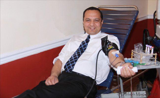 अमेरिकाबाट रक्तदाता मैनालीले पठाए दुई व्लड बैंक बनाउन नेपाललाई सहयोग