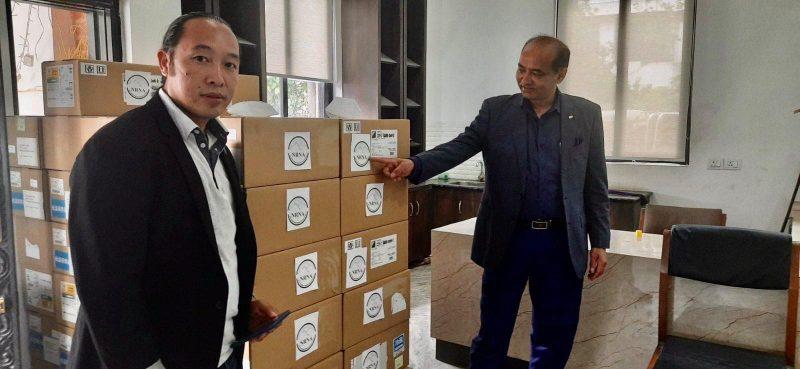 एनआरएनएद्वारा सरकारलाई १० हजार एन्टिजेन किट सहयोग