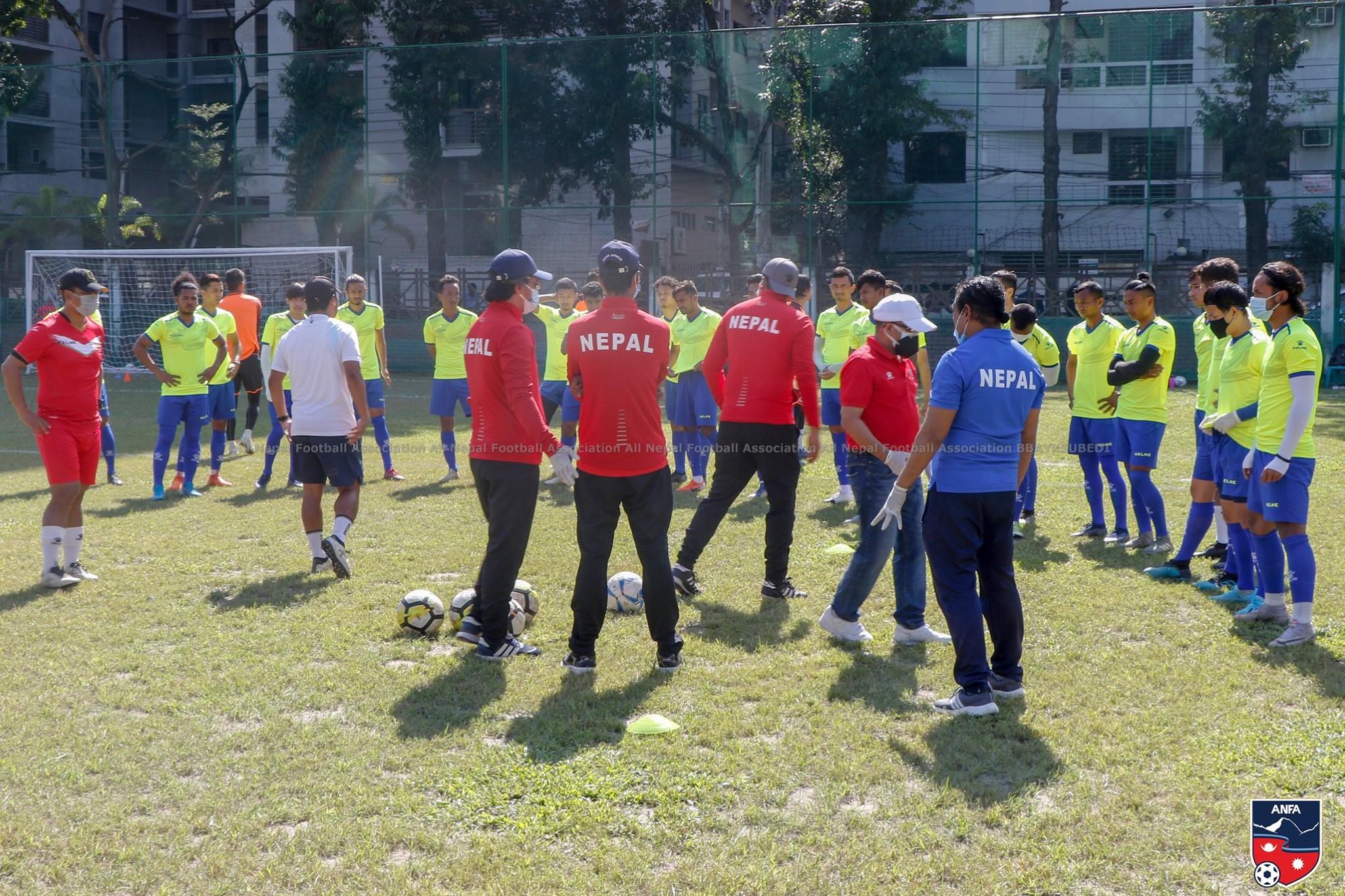 बङगलादेश पुगेका नेपाली फुटबल खेलाडी पहिलोपटक मैदानमा (फोटो फिचर)