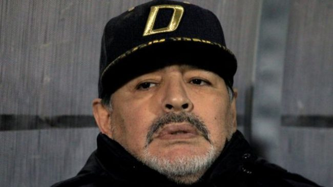 दिग्गज फुटबल खेलाडी म्यारोडोनाको निधन