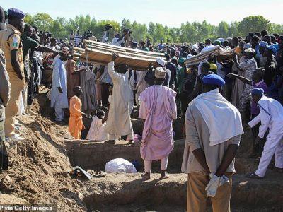११० जना किसान र माझीलाई बाँधेर घाँटी छिनाइयो, सामूहिक अन्त्येष्टिमा गाउँ शोकाकुल