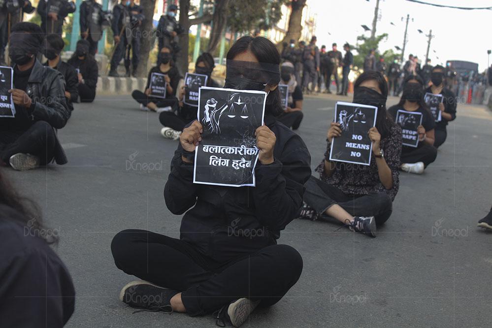 'बलात्कारीको लिंग हुँदैन' (फोटोफिचर)