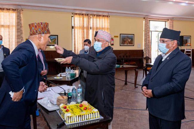 नेकपा सचिवालय बैठकमा केक काटेर खुशीयाली