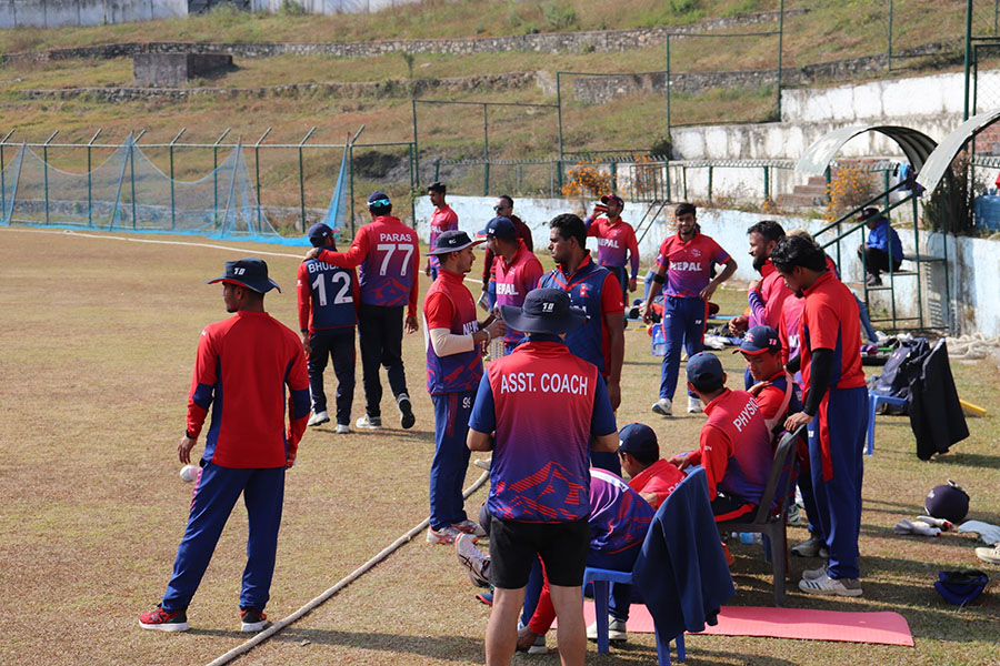 त्रिवि मैदानमा पसिना बगाउँदै क्रिकेटर (फोटोफिचर)