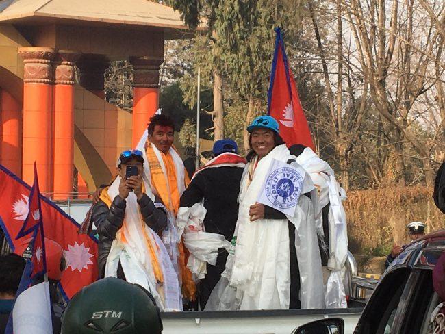 'केटू' आरोहणका गर्ने कीर्तिमानी आरोहीलाई काठमाडौँमा भव्य स्वागत (फाेटाेफिचर)