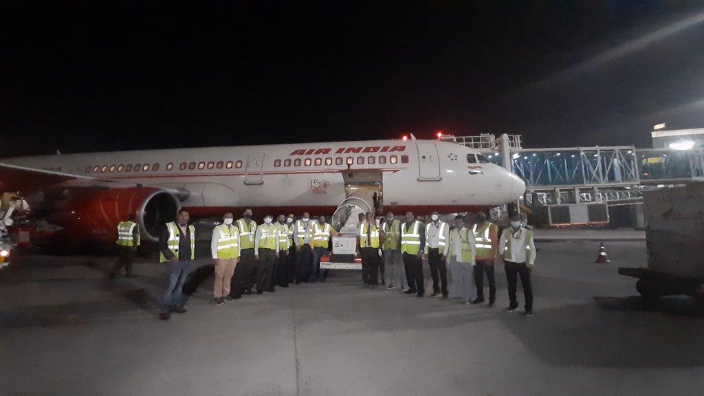 १० लाख कोरोना भ्याक्सिन लिएर काठमाडौंका लागि उड्यो एयर इण्डियाको जहाज