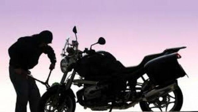 मोटरसाइकल चोरी गर्ने गिरोहका तीन पक्राउ