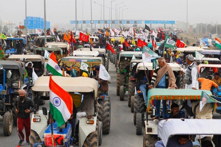 भारतमा गणतन्त्र दिवसका दिन किसानहरुको ट्याक्टर र्याली