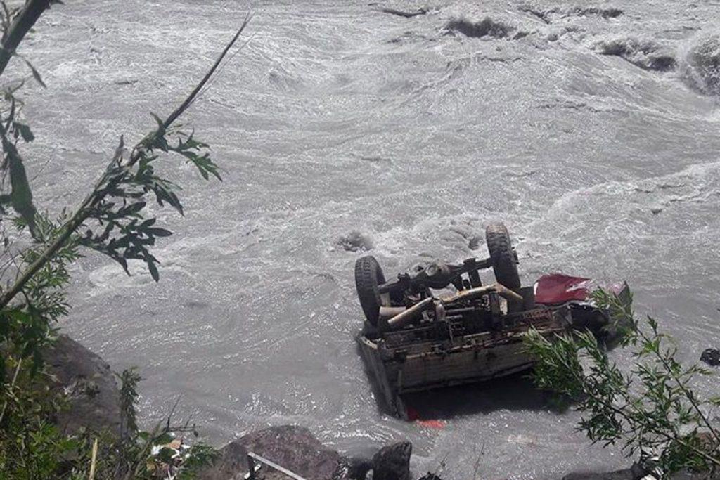 मर्स्याङ्दी नदीमा खस्यो ट्रक