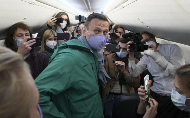 रूसी विपक्षी नेता नाभाल्नी जर्मनीमा उपचारपछि स्वदेश फिर्ता