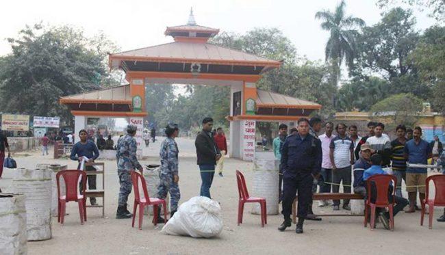 सडकमार्गबाट नेपाल भित्रिँदा कोरोना परीक्षण अनिवार्य, खोप नलगाई आउनेलाई सिमामै खोप