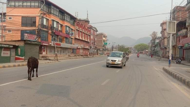 शान्त र सुनसान काठमाडाैंकाे सडकमा अमिलाे र अशान्त मन