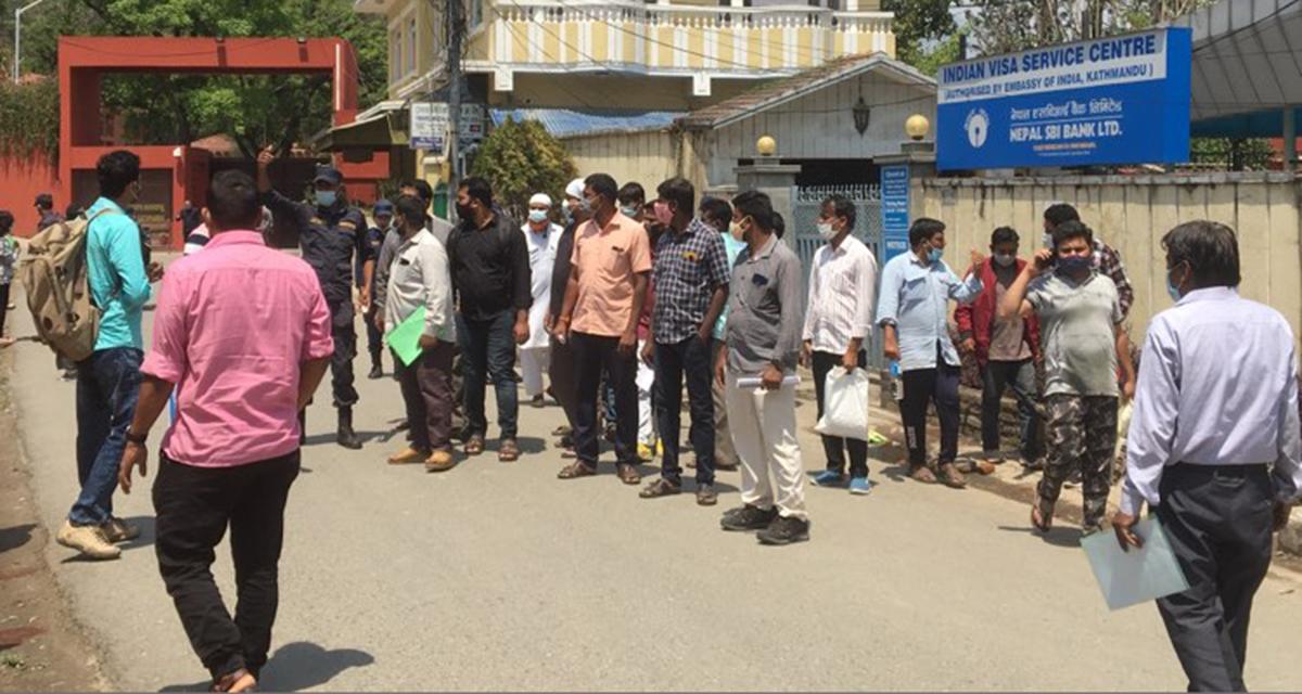 आफ्नो देशबाट नपाएपछि नेपाल आएर विदेश जान्छन् हजारौं भारतीय, नेपाल सरकार मुकदर्शक