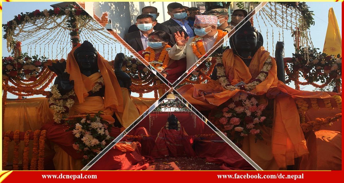 बालुवाटारमा प्रधानमन्त्रीले विशेष पूजाआजा गरेर चितवन पठाए राम-सीताका मूर्ति (फाेटाेफिचर)