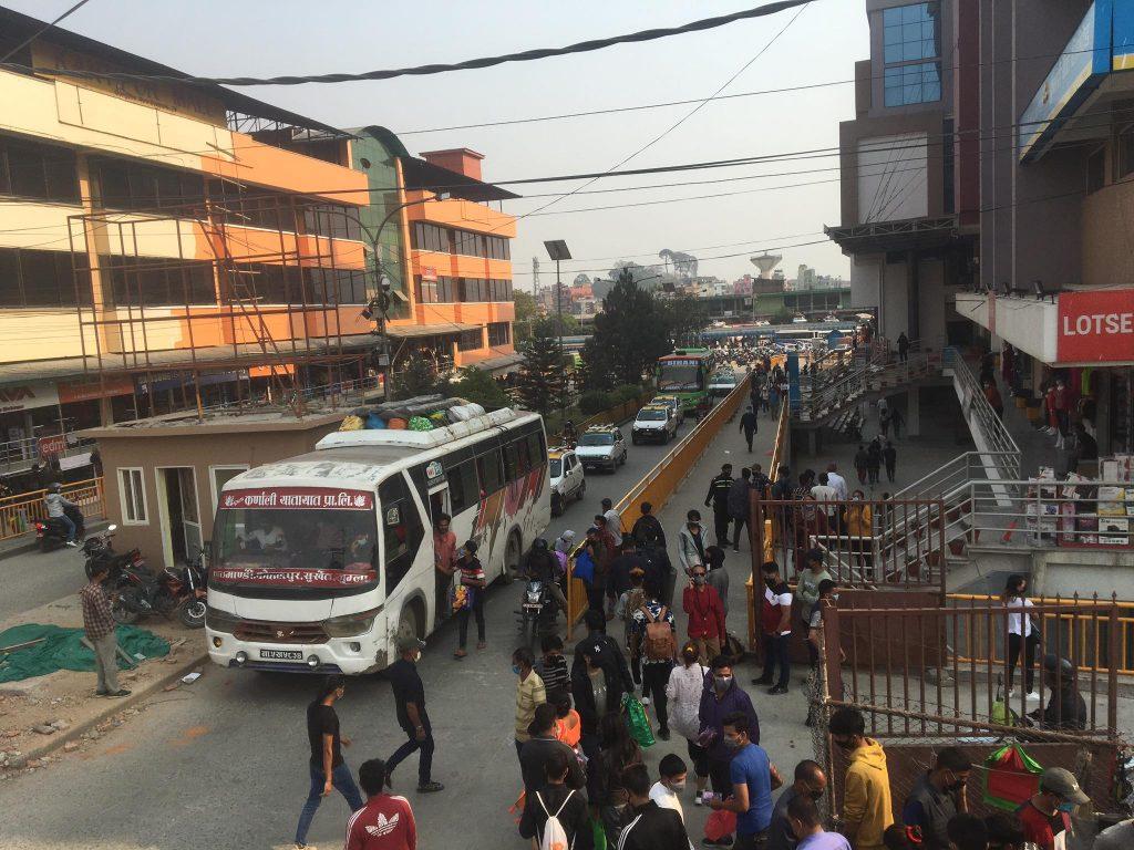 काठमाडौंबाट हजारौं बाहिरिए (फोटोफिचर)