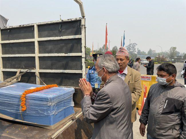 विदेशबाट एकैपटक १७ शव आइपुग्यो नेपाल, पूर्वप्रधानमन्त्री डा.भट्टराई पुगे विमानस्थल