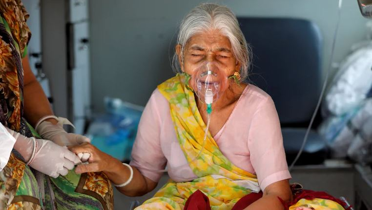 भारतमा कोरोनाबाट निको हुनेमा अर्को गम्भीर समस्या, ३० भन्दा धेरैले आँखाको ज्योति गुमाए