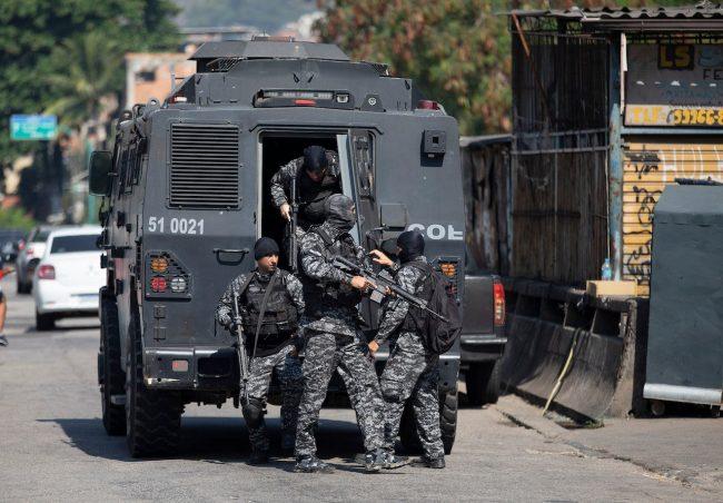 रियो दी जेनेरोमा प्रहरी र तस्करबीच गोली हानाहान, कम्तीमा २५ जनाकाे मृत्यु