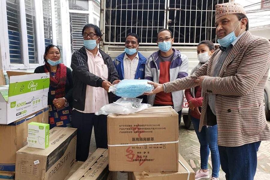 अन्तर्राष्ट्रिय बाग्लुङ समाजद्वारा जिल्लामा स्वास्थ सामाग्री वितरण