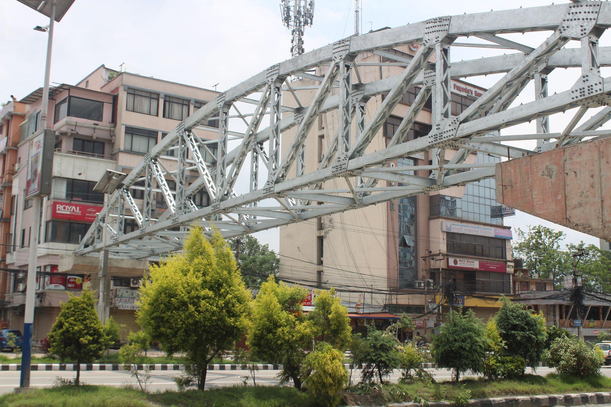 व्यस्त नयाँ बानेश्वरमा पैदल यात्रीका लागि आकाशे पुल (फोटोफिचर)