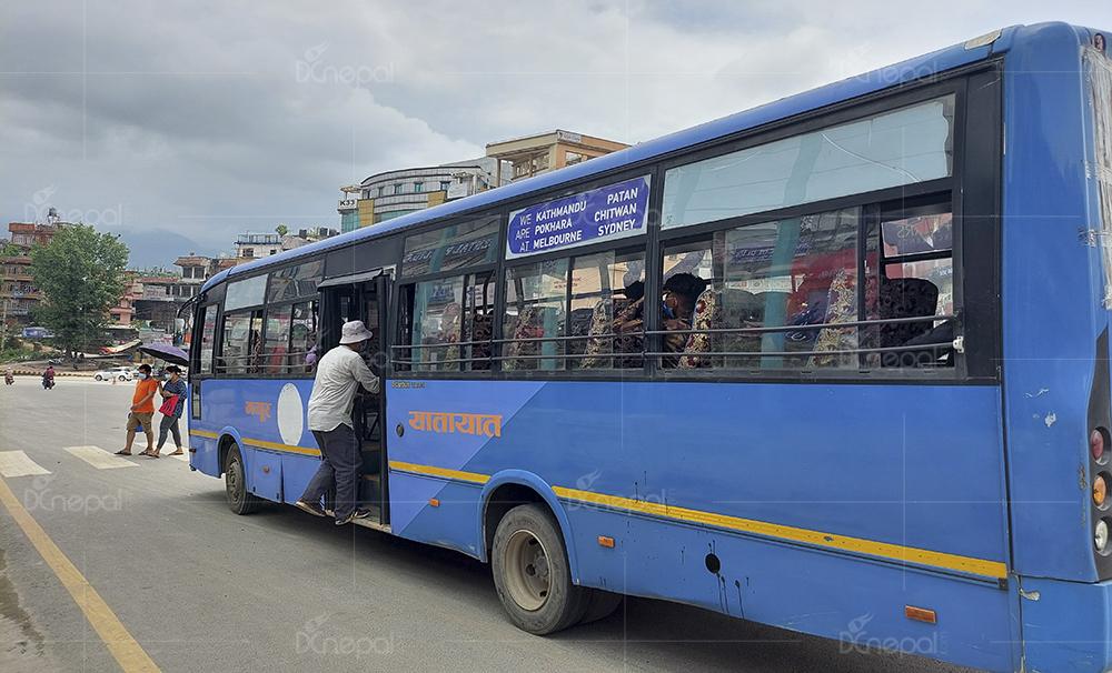 दुई महिनापछि काठमाडौंका सडकमा सार्वजनिक यातायात (फोटोफिचर)