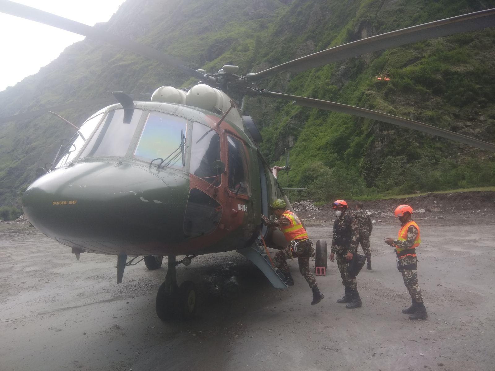 चामेमै रोकियो सेनाको हेलिकप्टर