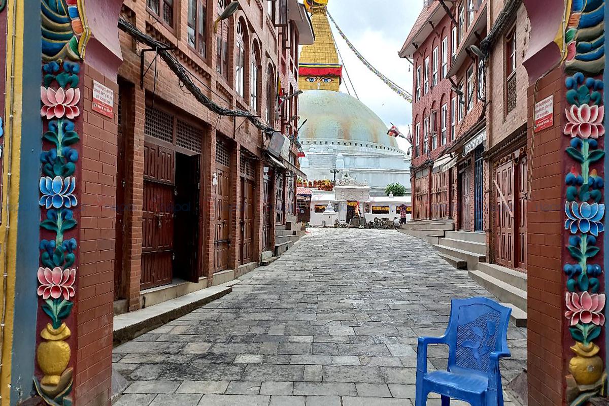 बौद्धनाथ क्षेत्रमा नयाँ ढुङ्गा बिछ्याइँदै (फाेटाेफिचर)