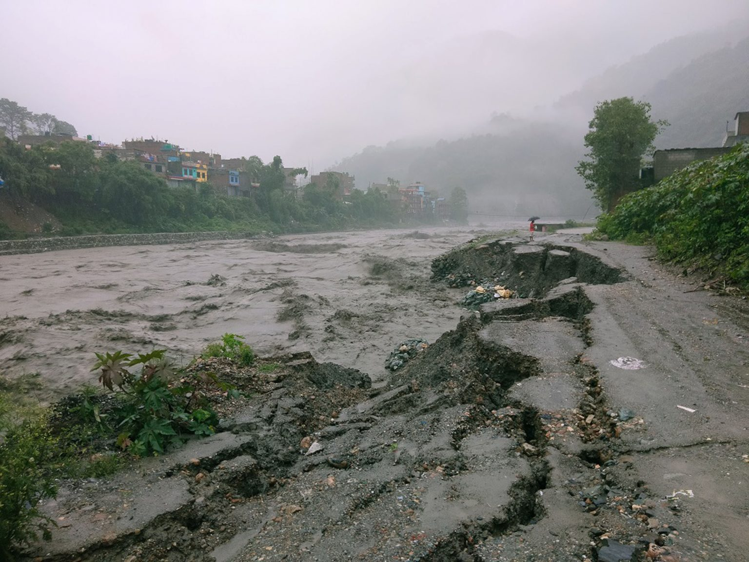 लुम्बिनीमा वर्षाको प्रभाव : नदी आसपासका बस्ती उच्च जोखिममा