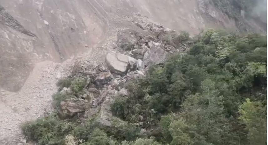 मन्त्री तामाङद्वारा सिन्धुपाल्चोक बाढीको हेलिकोप्टरबाट निरीक्षण, पहिरोका कारण बाढी आएको भनाइ (भिडियो)